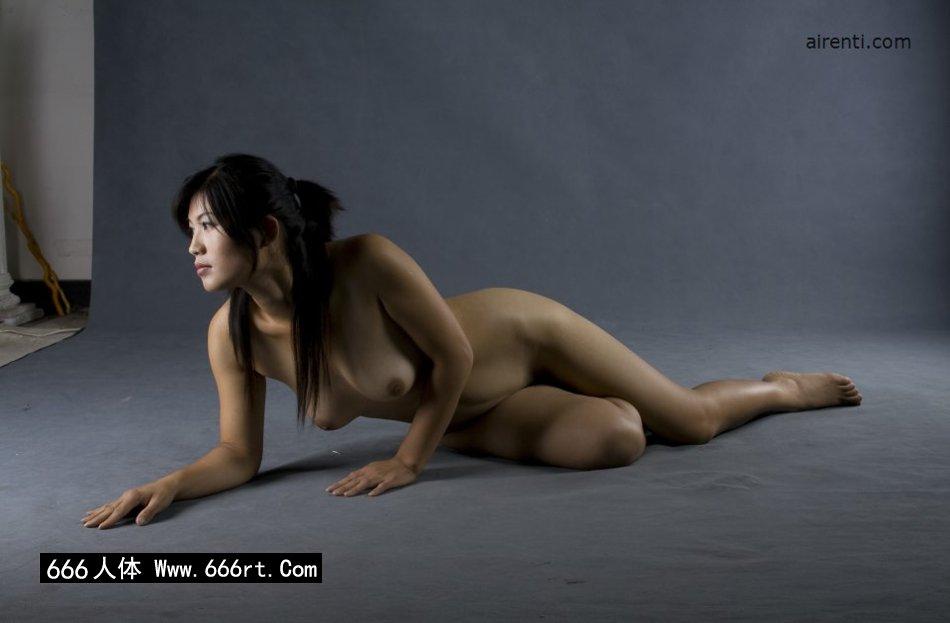 G0GO人体大尺度_丰腴的美模王曼暗光室拍
