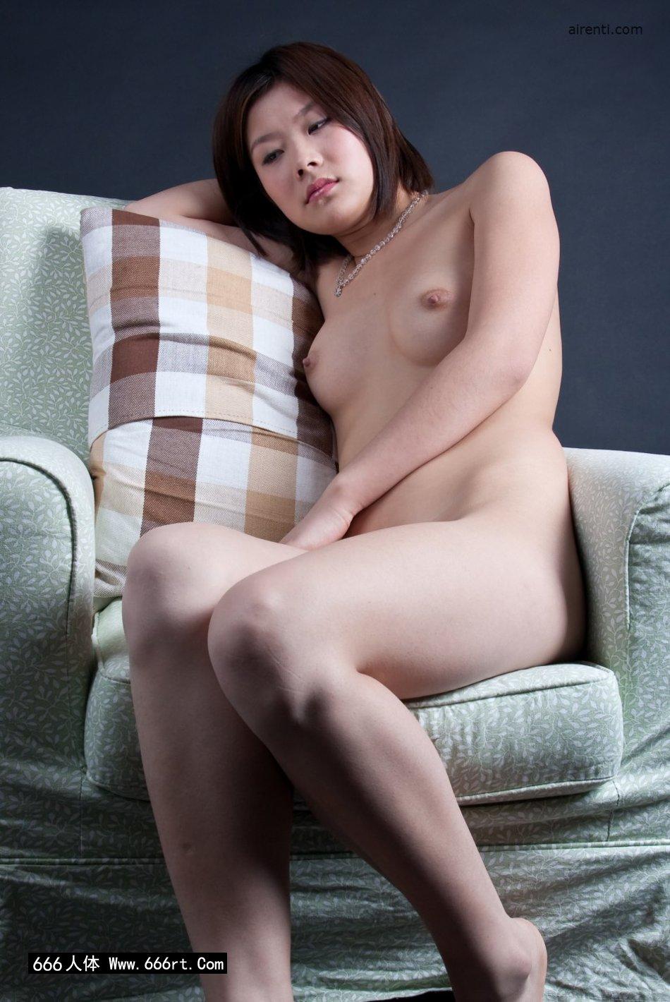 邻家女孩宋蕊布艺沙发上棚拍人体