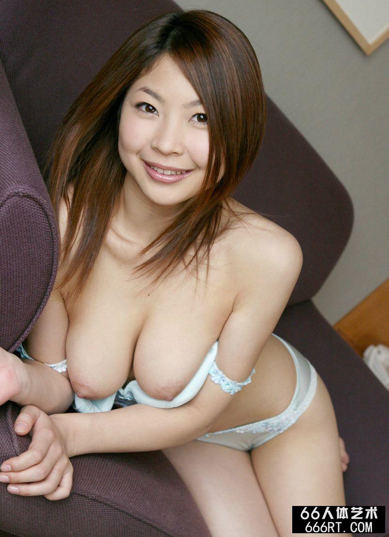 日本巨大超乳爆乳_丰腴的圆脸嫩模的香坂杏奈