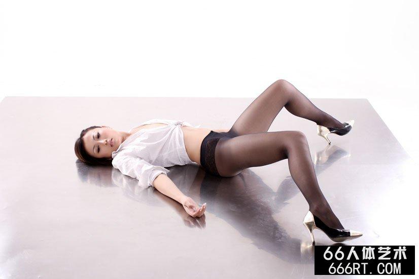 名模戴娜09年8月25日棚拍黑丝人体