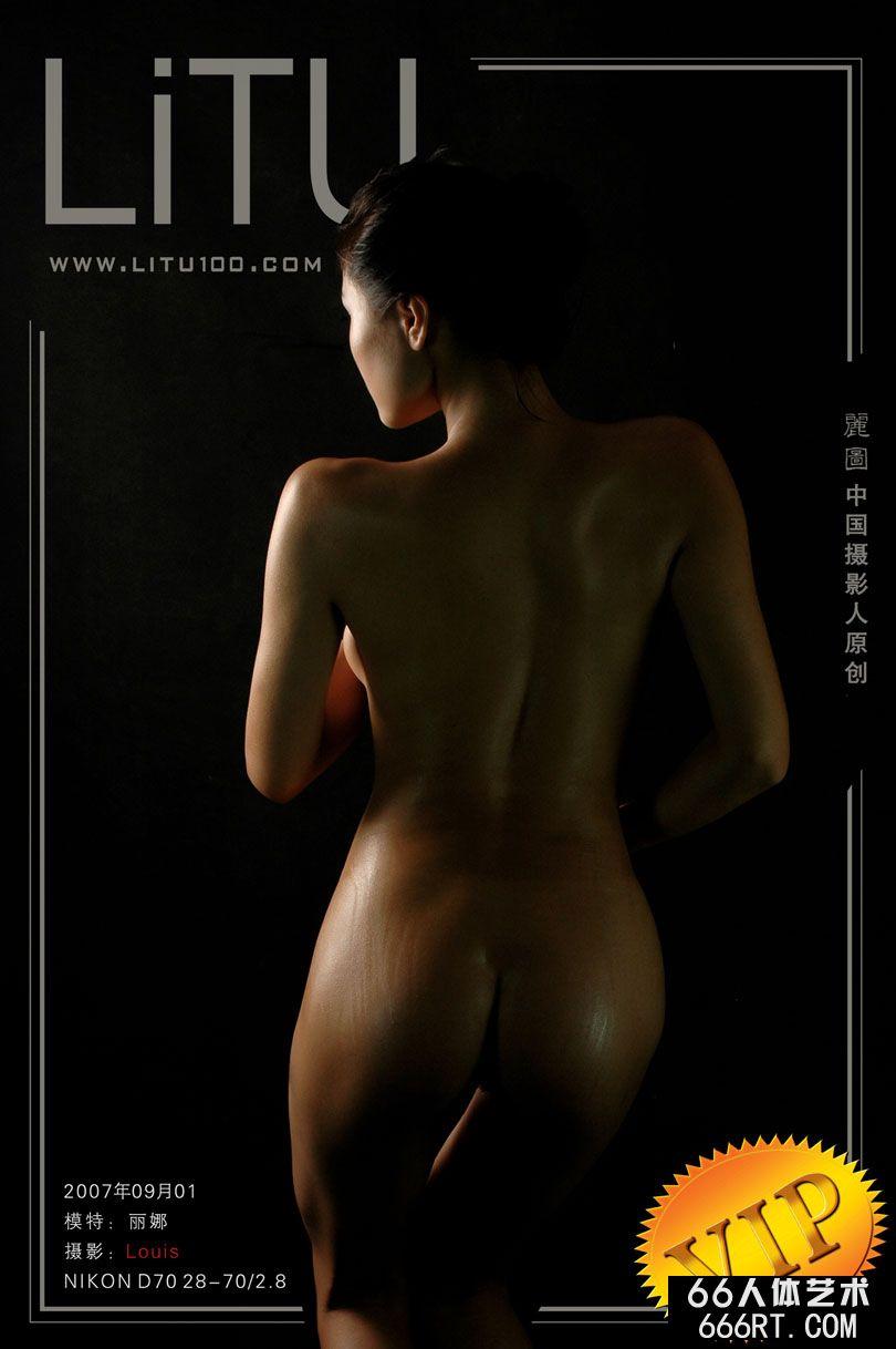 超模丽娜07年9月1日室拍人体