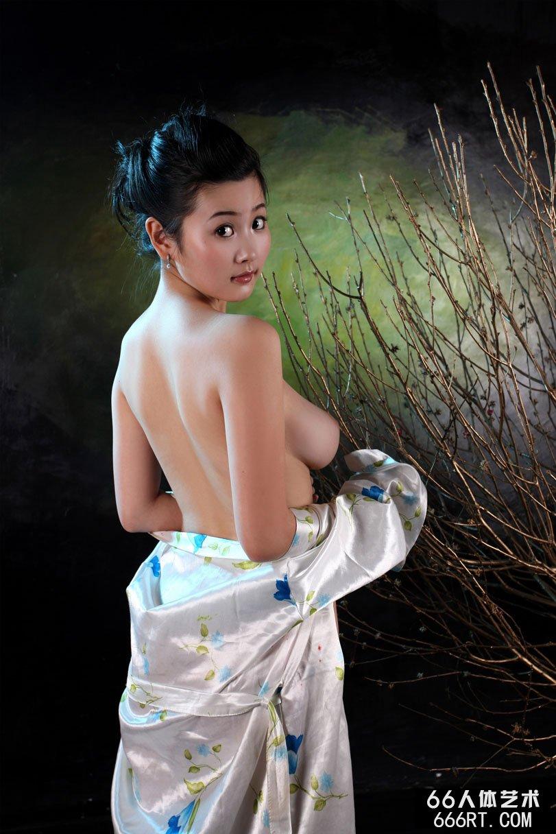国模丫头09年情人节棚拍人体合集
