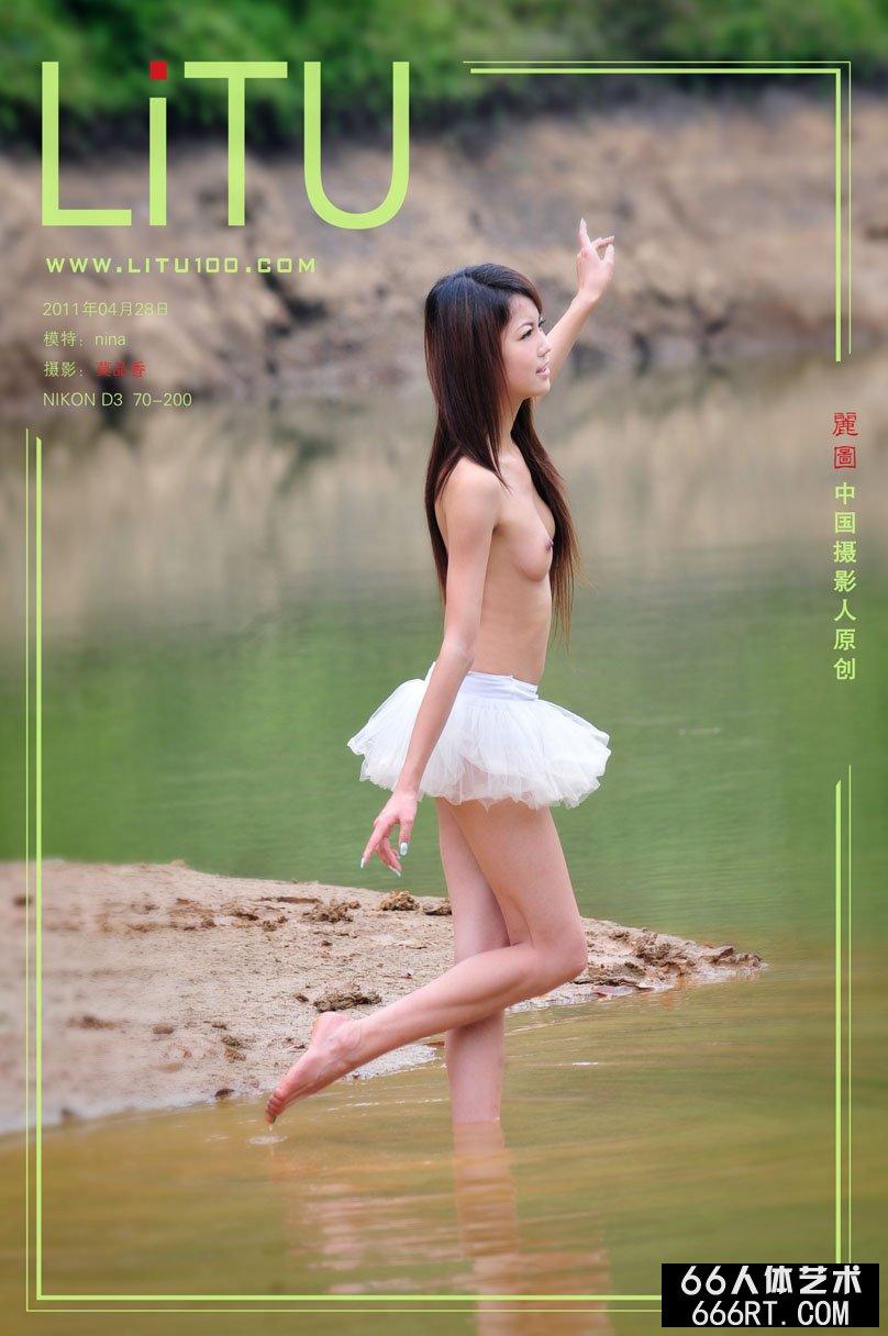 貌若天使的Nina11年4月28日河畔外拍
