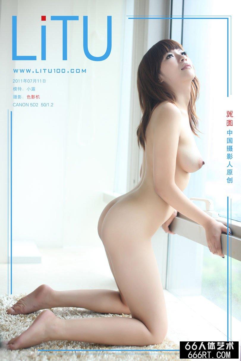 白富美裸模小露11年7月11日室拍青春人体