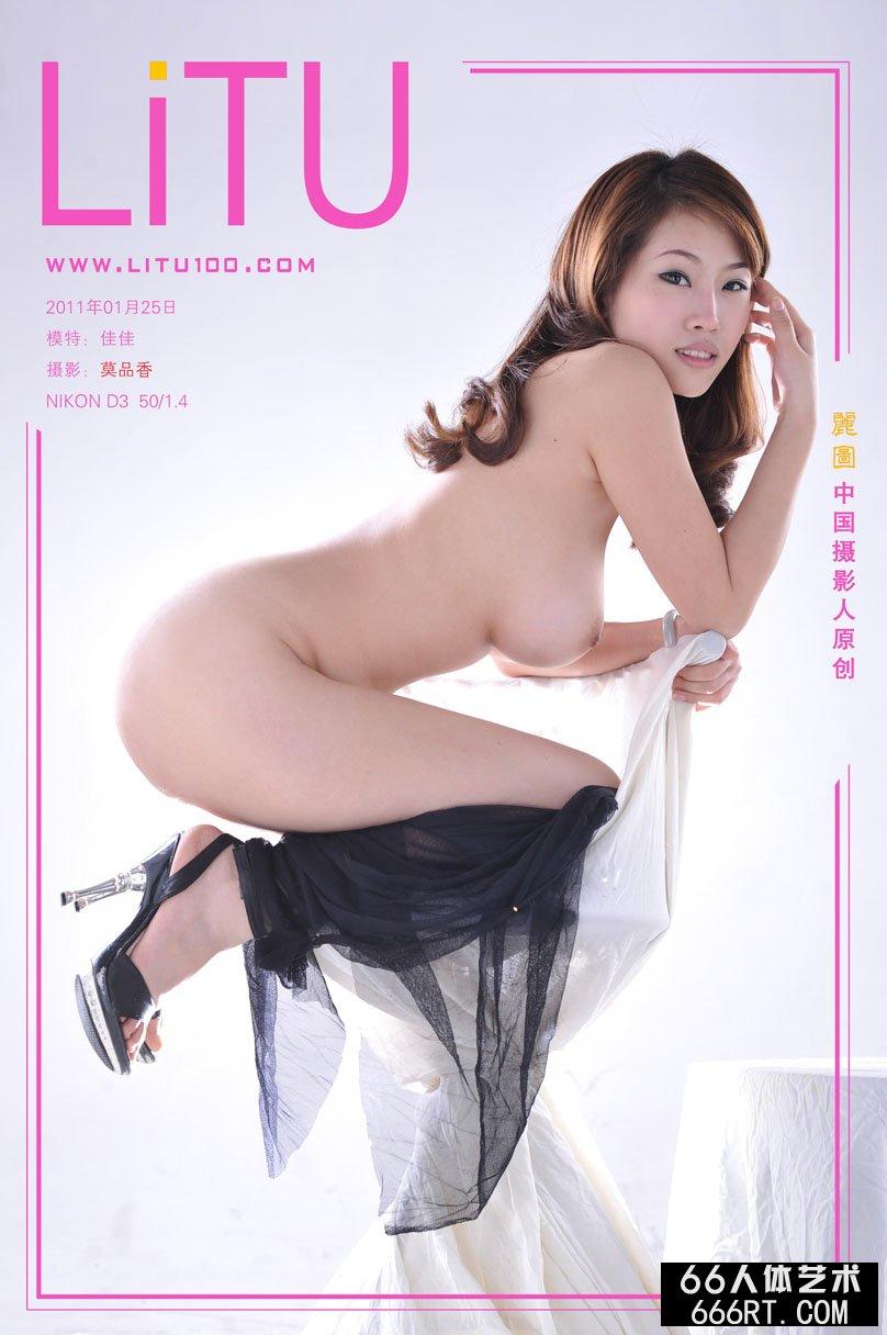 37tp人体粉红�u_靓丽的佳佳11年1月25日室拍黑纱下的胴体