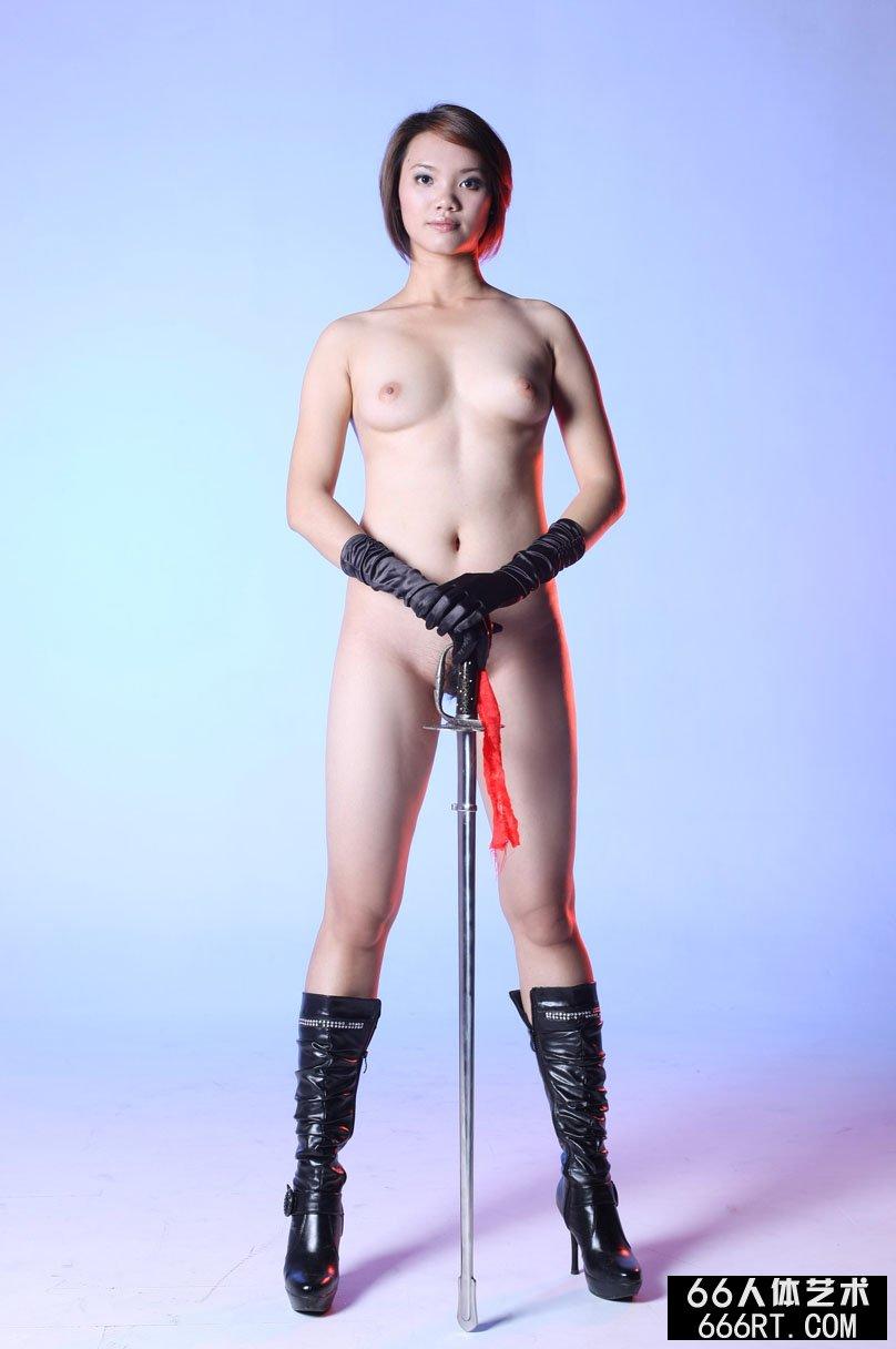 棚拍身材丰润的短发嫩模高妹舞剑