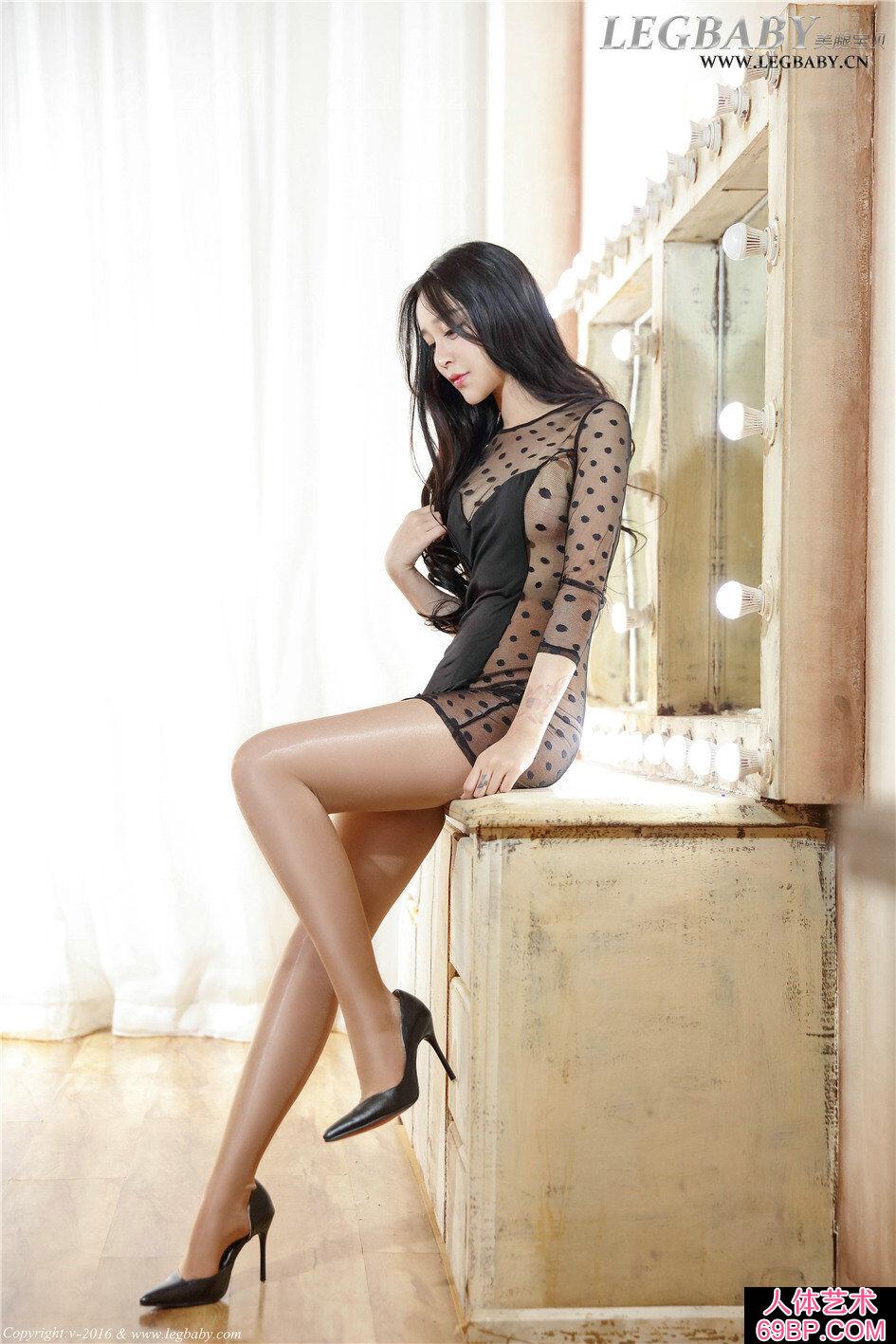 可爱妹子诺诺超薄亮肉丝长腿人体艺术图