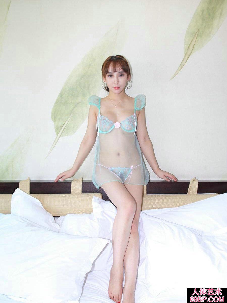 成熟裸模杨洛伊穿超薄透明泳装人体秀