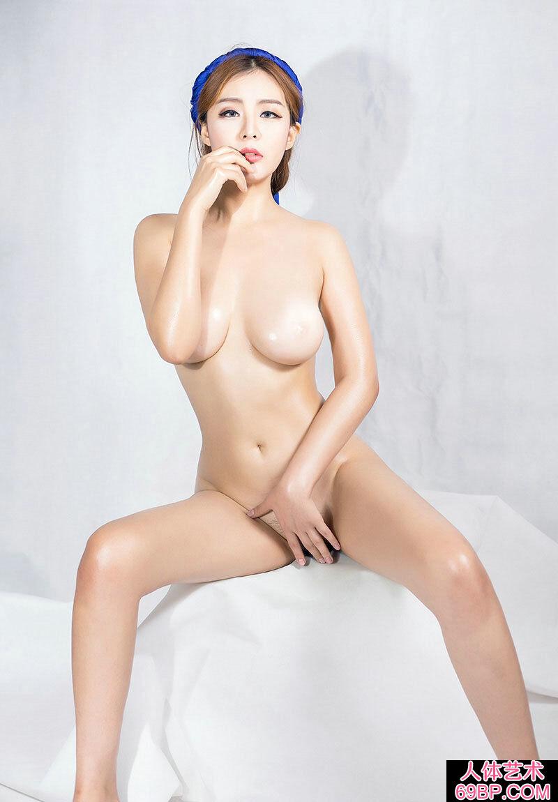 全裸的美胸靓妹小林火爆私拍人体