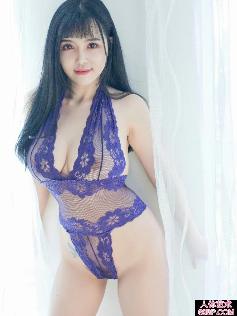 丰腴柔嫩的名模刘钰儿穿镂空妖娆内裤写照