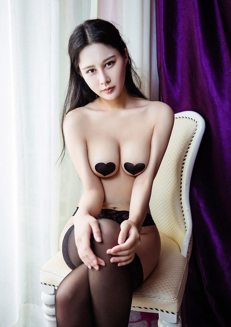 肤白貌美的绝品美人紫怡黑丝长腿撩人写照