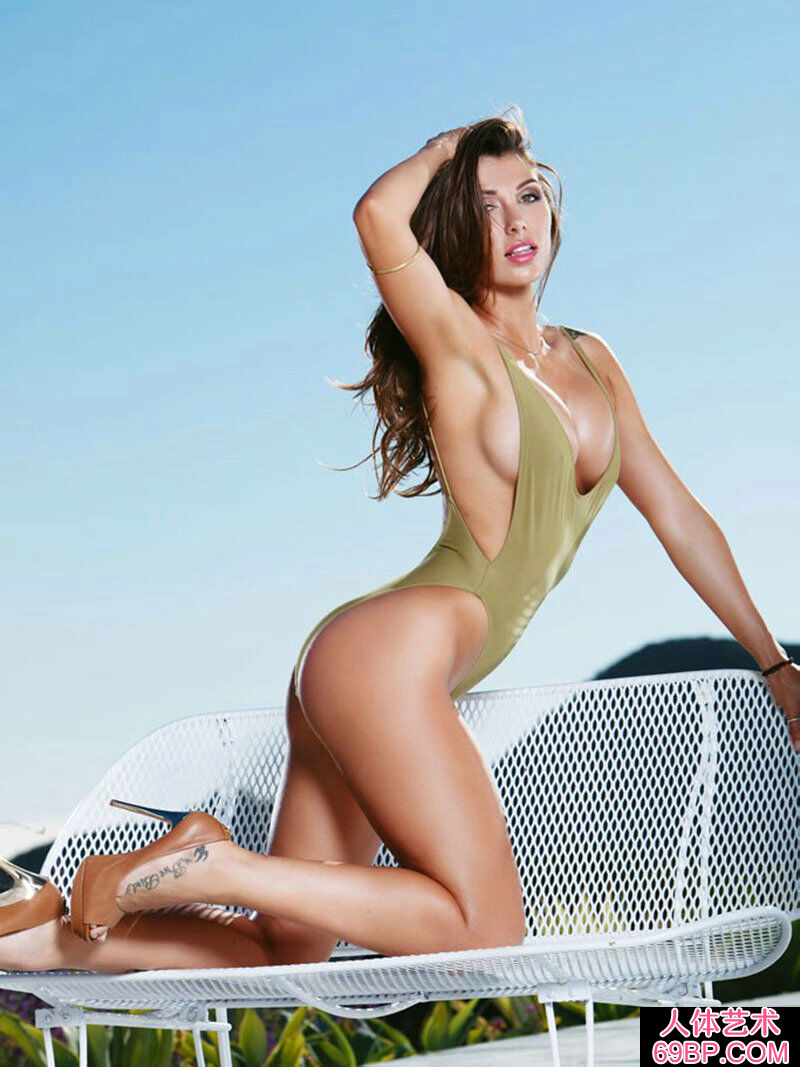身材一级棒的美人泳池边上外拍
