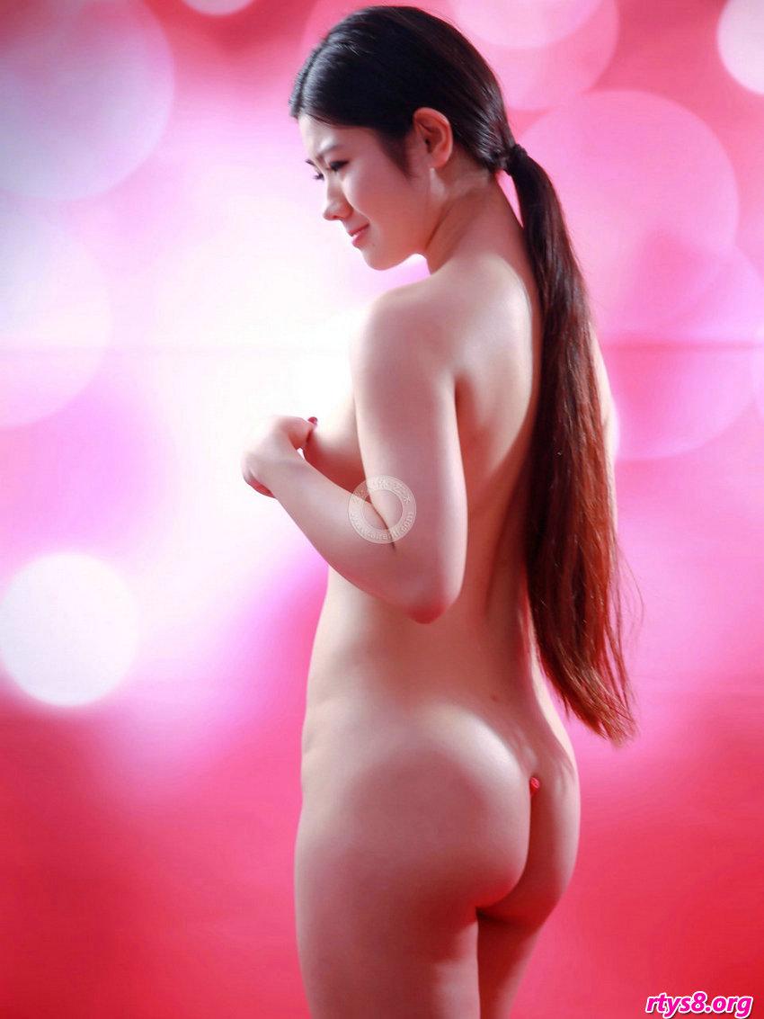 长头发及腰的超模阿苗拍摄滑嫩的肌肤
