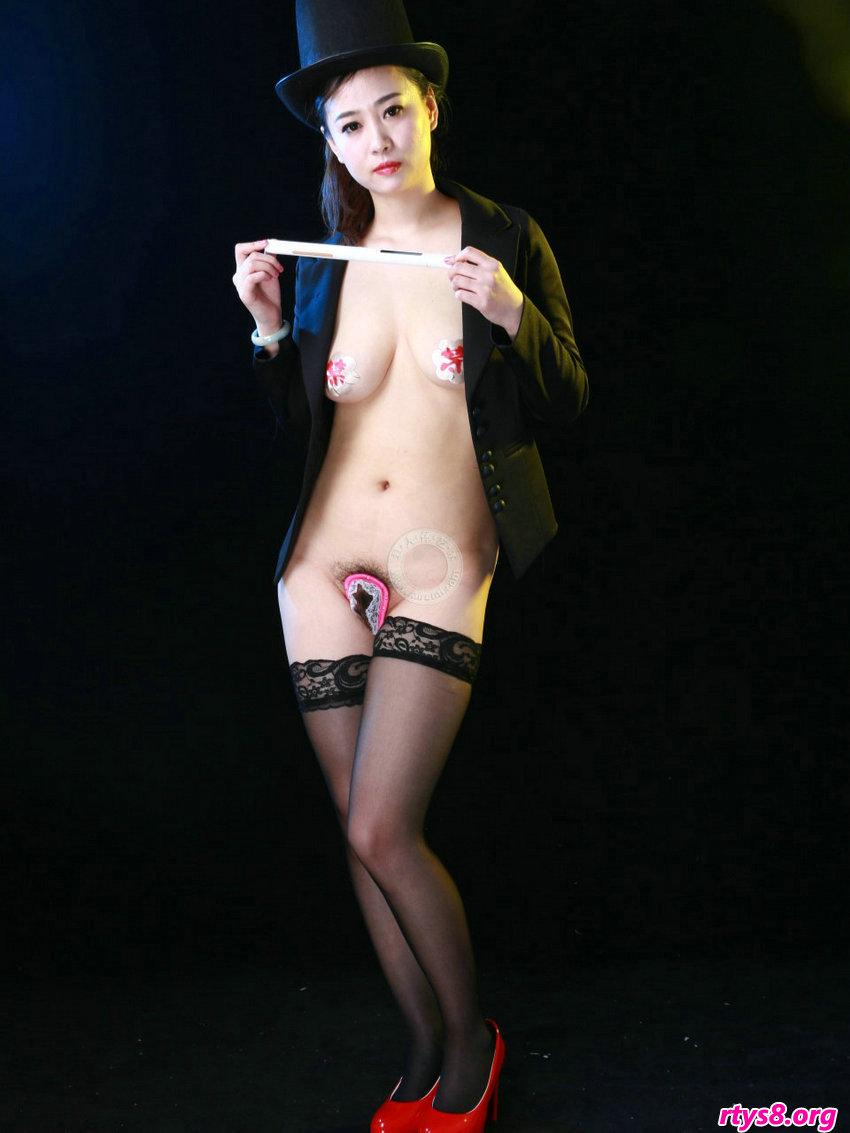 妩媚女魔术师阿萍穿U字库拍摄写照