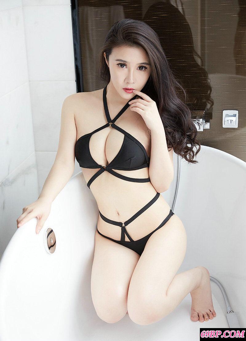 肤白貌美的淑女萱萱黑色内裤摄影