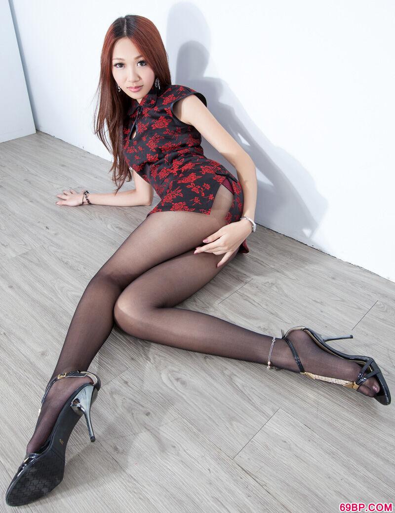台湾长腿美模旗袍人体艺术