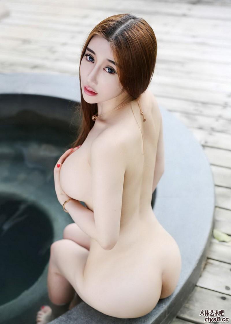波涛汹涌的国模外拍摄影